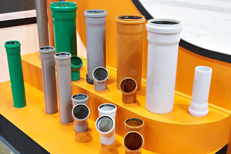 Tuyaux en plastique pour le réseau d'égouts photographie stock