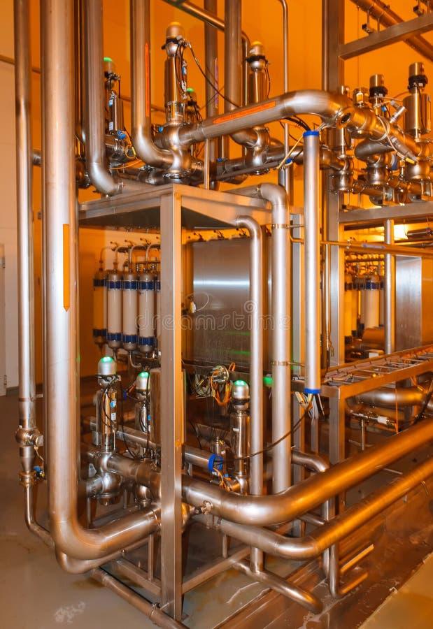 Tuyaux, réservoirs pour l'industrie alimentaire photo stock