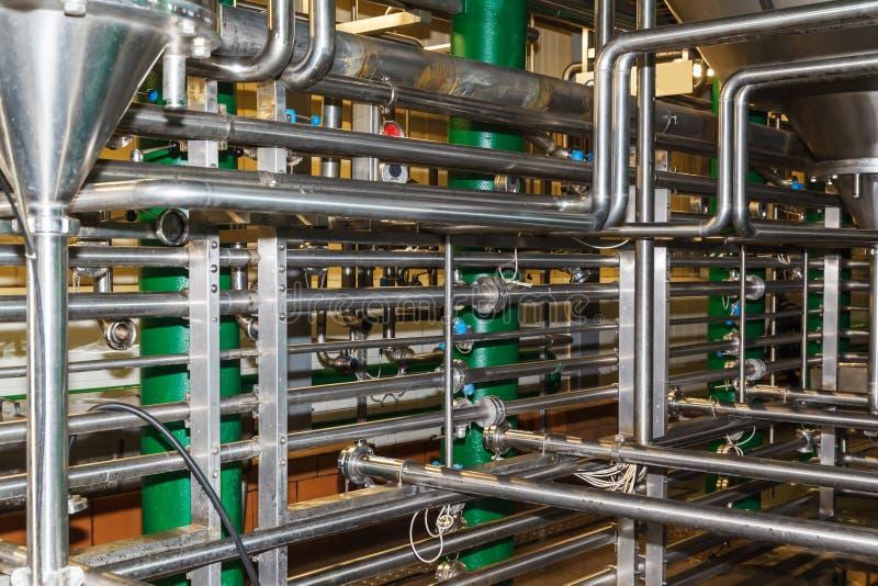 Tuyaux, réservoirs pour l'industrie alimentaire photos stock
