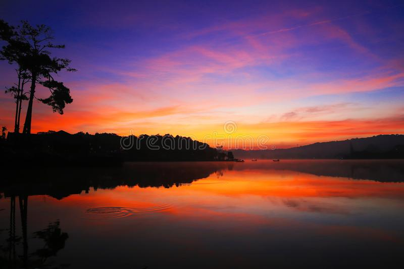 Tuyen Lam Lake arkivfoton