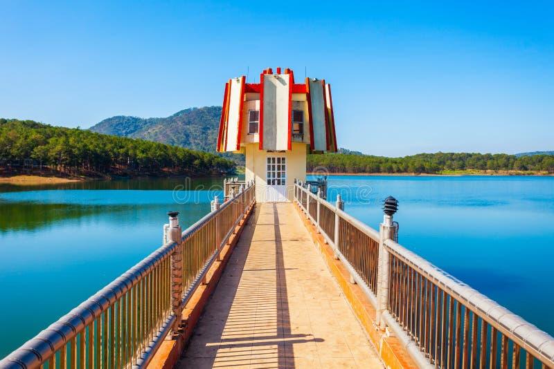 Tuyen Lam Lake i Dalat arkivbilder