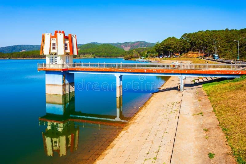 Tuyen Lam Lake i Dalat royaltyfria foton