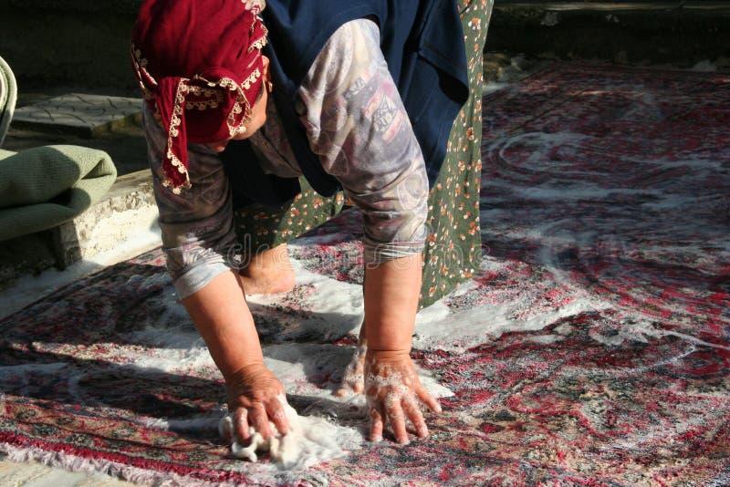 Tvätt av mattan arkivfoto