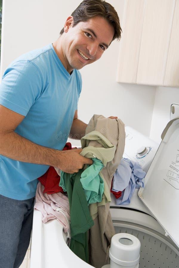 tvätt för man för päfyllningsmaskin arkivbilder