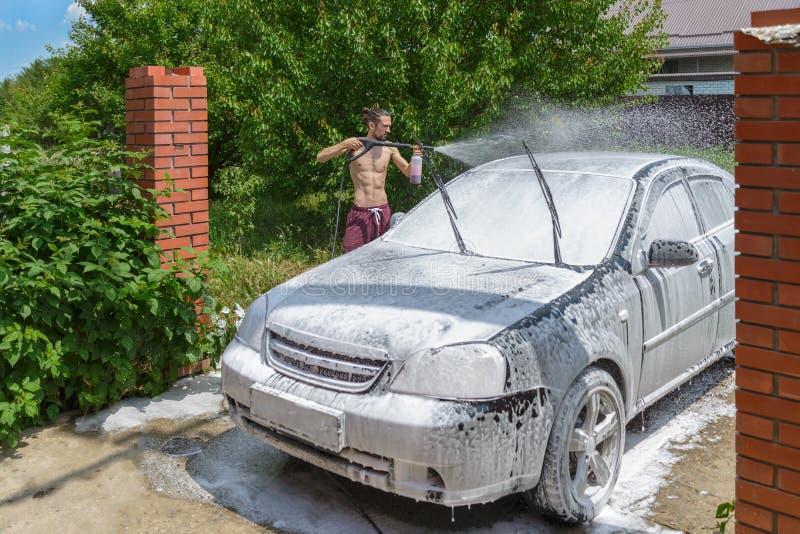 Tvättande bil royaltyfria bilder