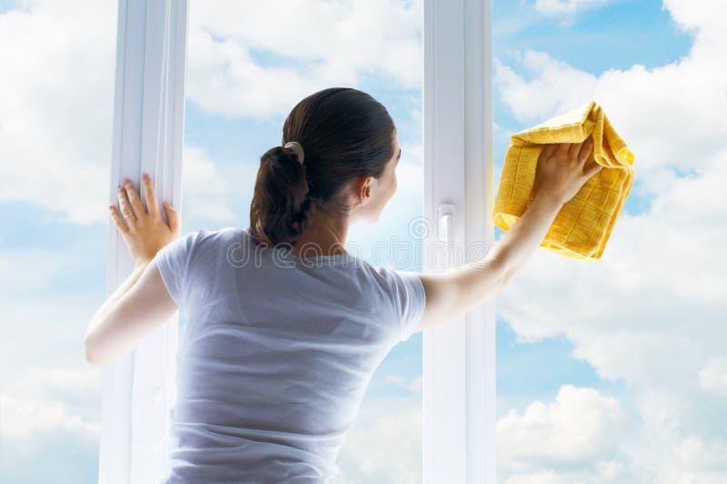 tvättande fönster royaltyfri foto
