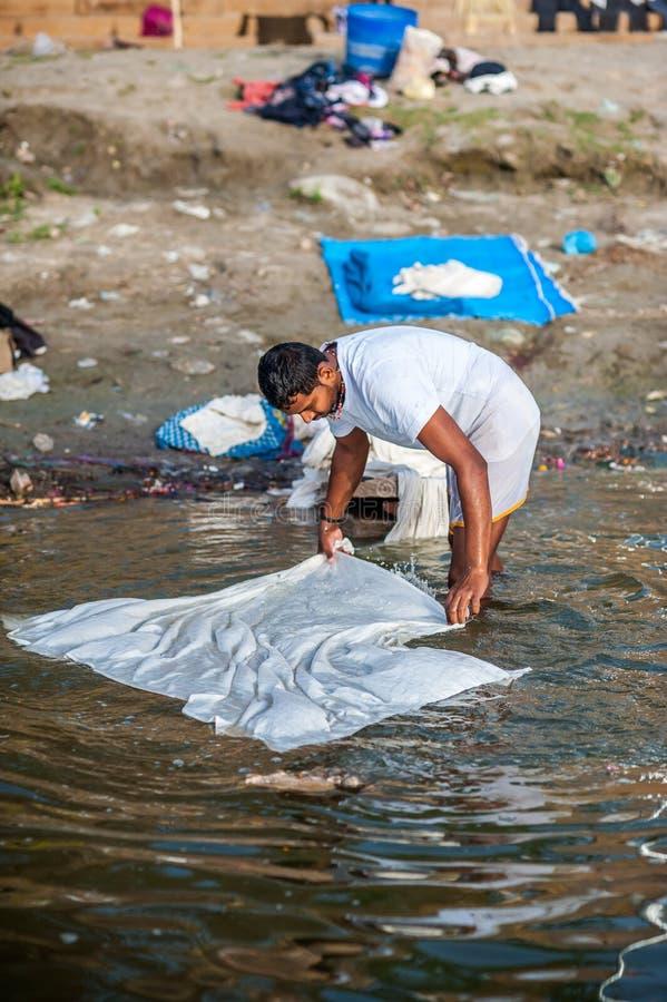Tvätteri i Varanasi (Benares) royaltyfri bild
