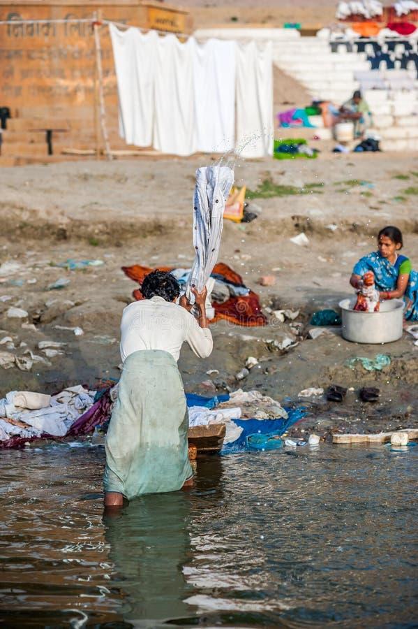 Tvätteri i Varanasi (Benares) royaltyfri fotografi