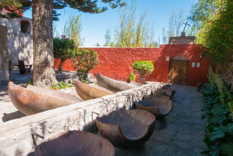 TvätteriSanta Catalina för öppen luft kloster Arequipa royaltyfria bilder