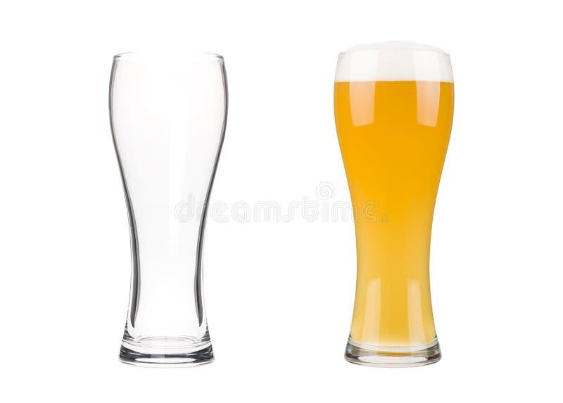 Två ölexponeringsglas som isoleras på vit bakgrund royaltyfri foto
