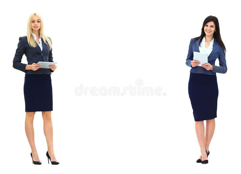 Två affärskvinnor som visar ett tomt royaltyfria bilder