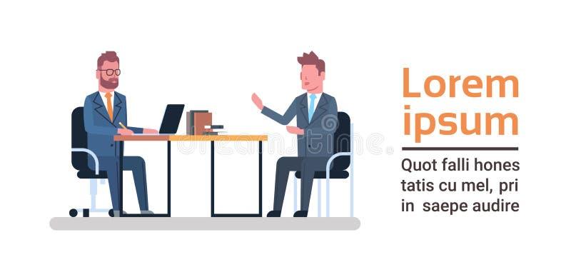 Två affärsmän som sitter på begreppet för möte eller för intervju för idékläckning för kontorsskrivbord det talande vektor illustrationer