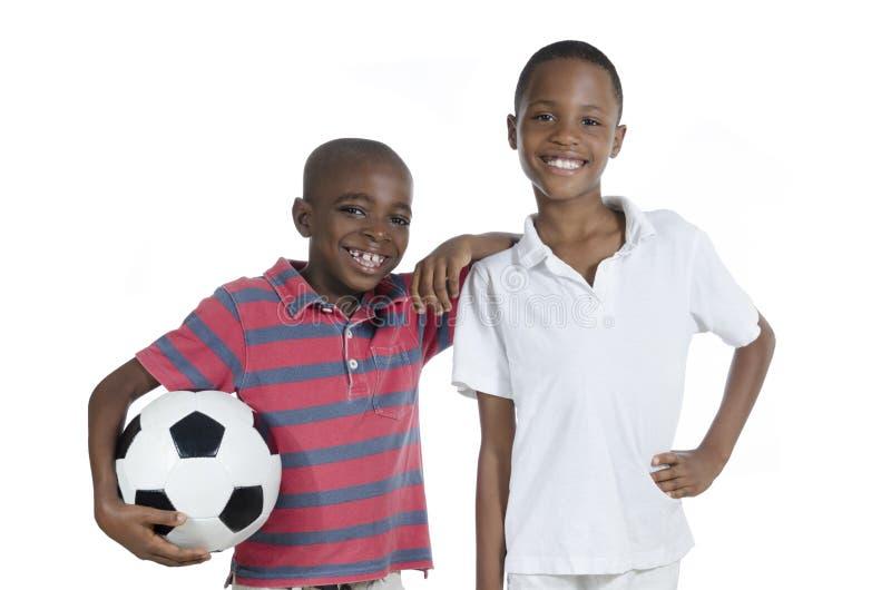 Två afrikanska pojkar med fotbollen royaltyfria bilder