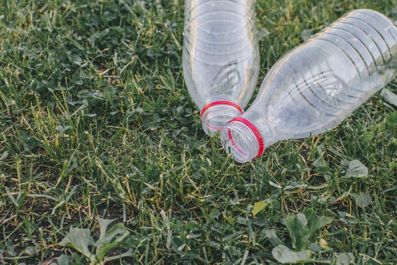 Två använde plast- flaskor arkivfoto