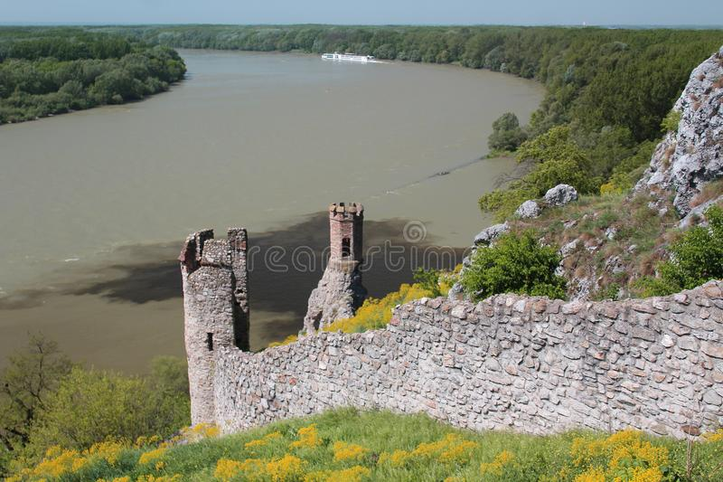 Två bastioner av Devin rockerar i Slovakien, medeltida fästning arkivbild