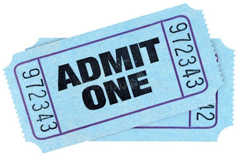 Två blått medger biljetter för en film som isoleras på vit bakgrund arkivfoton