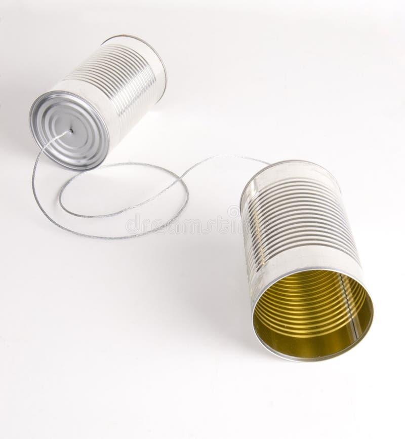 Två Cans som strängas samman med, belägger med metall binder den Walkie talkien royaltyfri fotografi