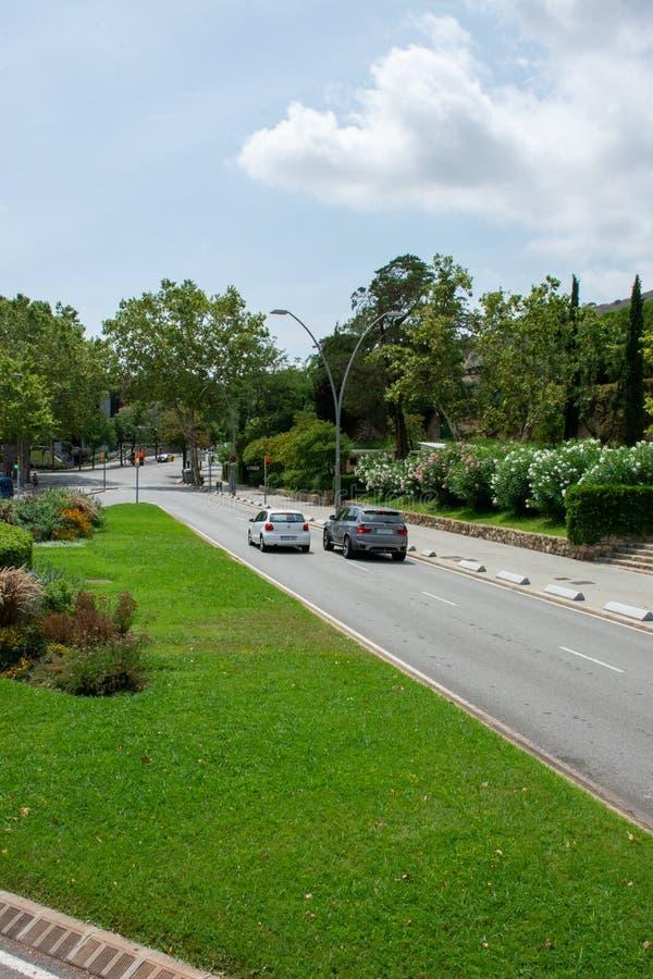 Två casrs på gatan av Barcelona royaltyfria foton