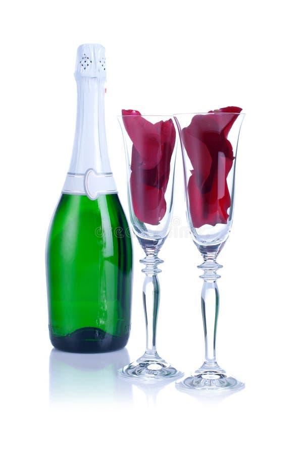 Två exponeringsglas med rosa och hjärta på valentin med en vit backgr royaltyfria bilder