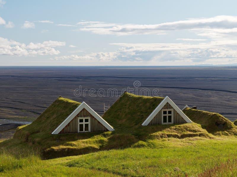 Två forntida stugor i Island royaltyfria bilder