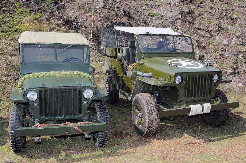 Två gammala Jeeps arkivbilder