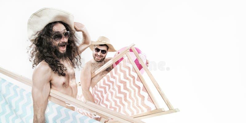 Två geekgrabbar på stranden arkivfoton