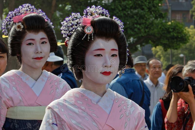 Två Geishas under Sanja Matsuri i Tokyo royaltyfri foto