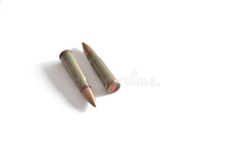 Två gevärkulor som isoleras på en vit bakgrund Militär ammun royaltyfria bilder