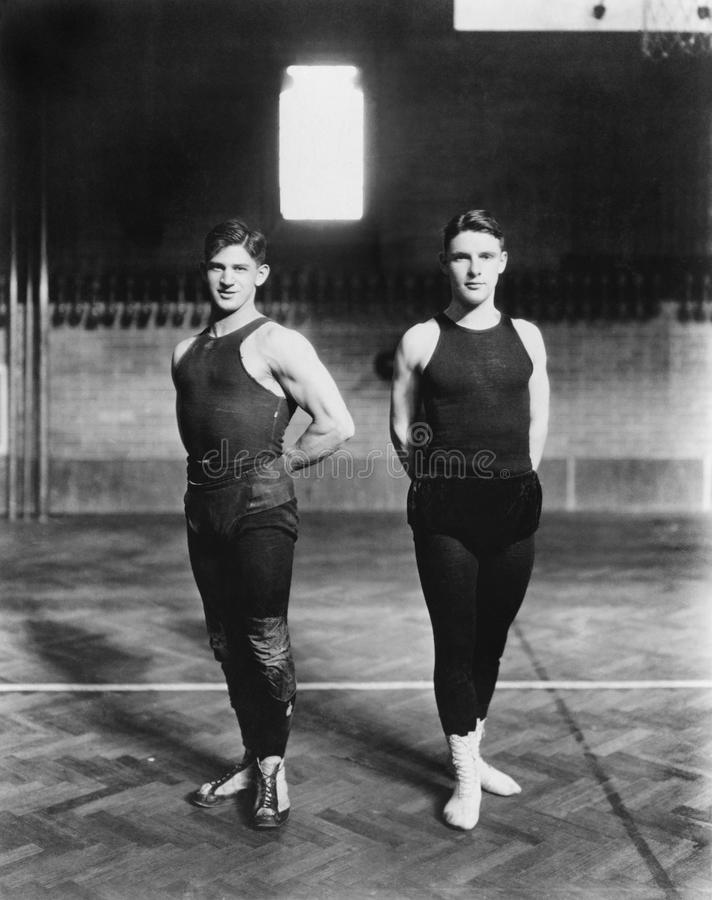 Två gymnaster (alla visade personer inte är längre uppehälle, och inget gods finns Leverantörgarantier att det inte ska finnas nå arkivfoto