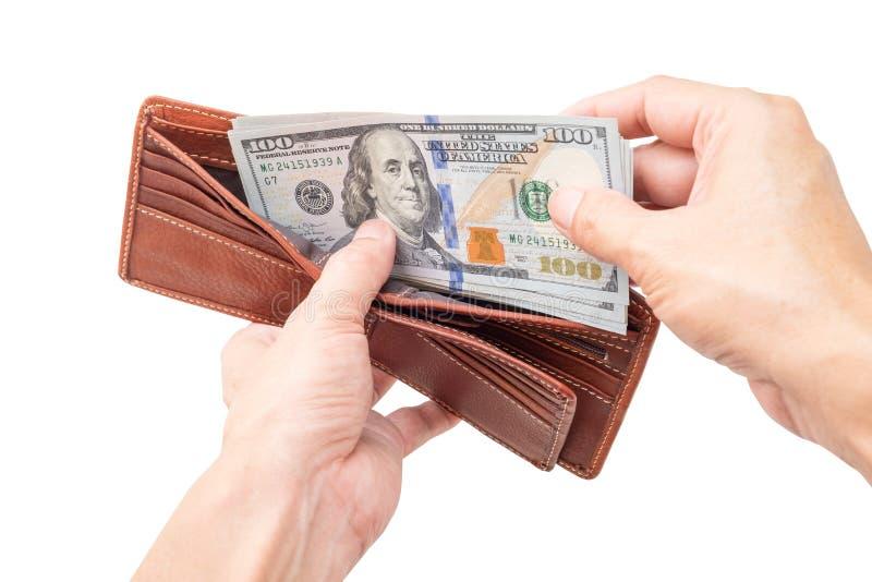 Två händer öppnar plånboken för att kontrollera dollarbeloppet för att förbereda sig för den nästa utgifter royaltyfri bild
