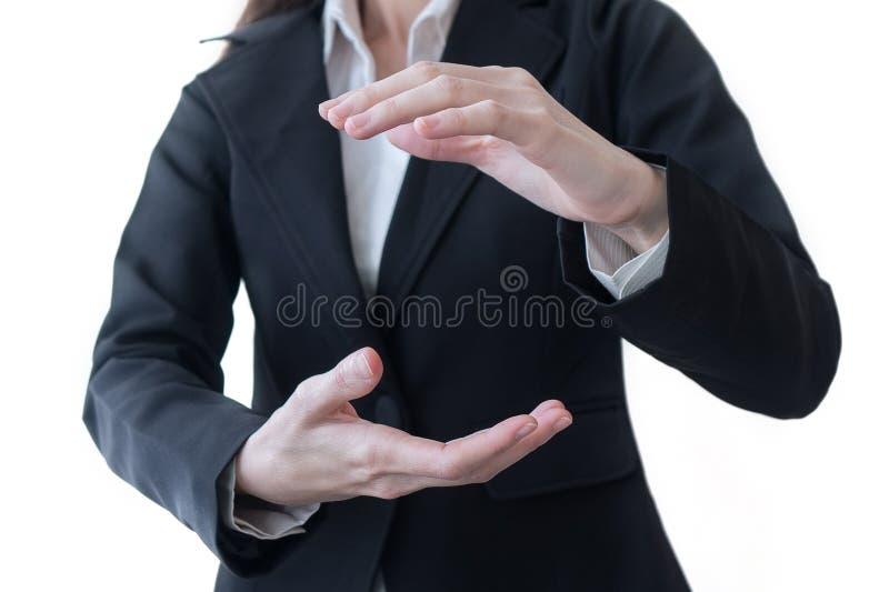 Två händer av hållen eller att hålla för affärskvinna något isolerade på vit bakgrund royaltyfri foto