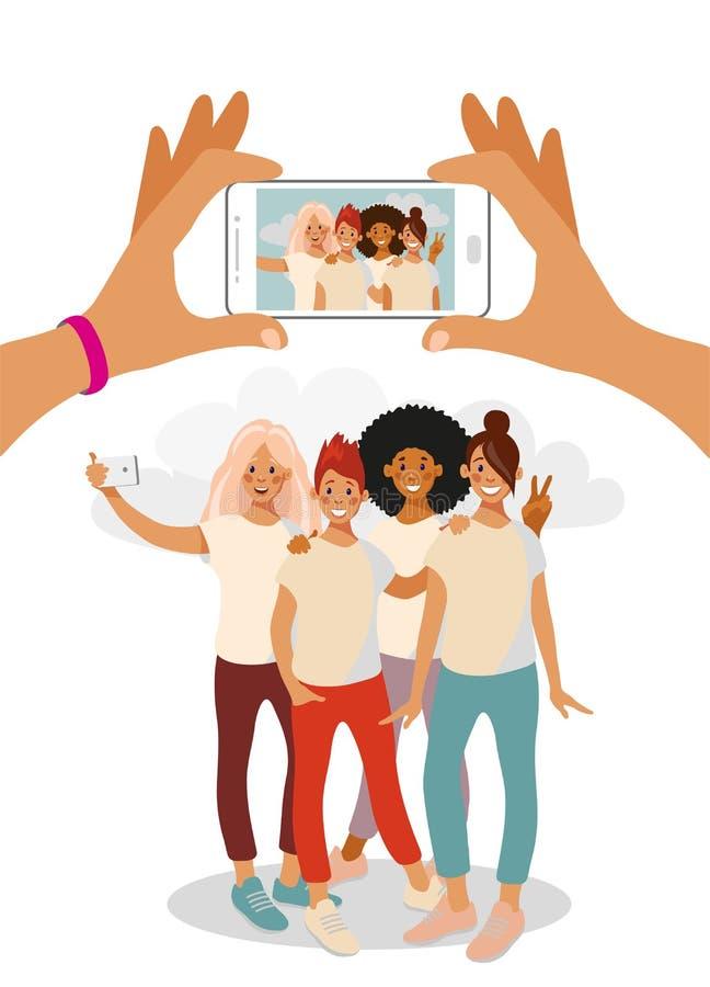 Två händer rymmer en martphone och tar ett foto av en grupp av tonårs- flickor stock illustrationer