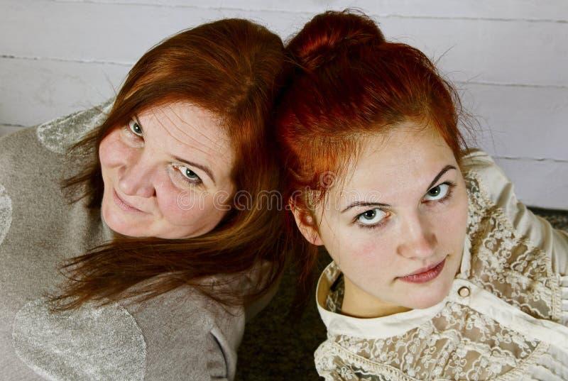 Två härliga kvinnor. royaltyfria bilder