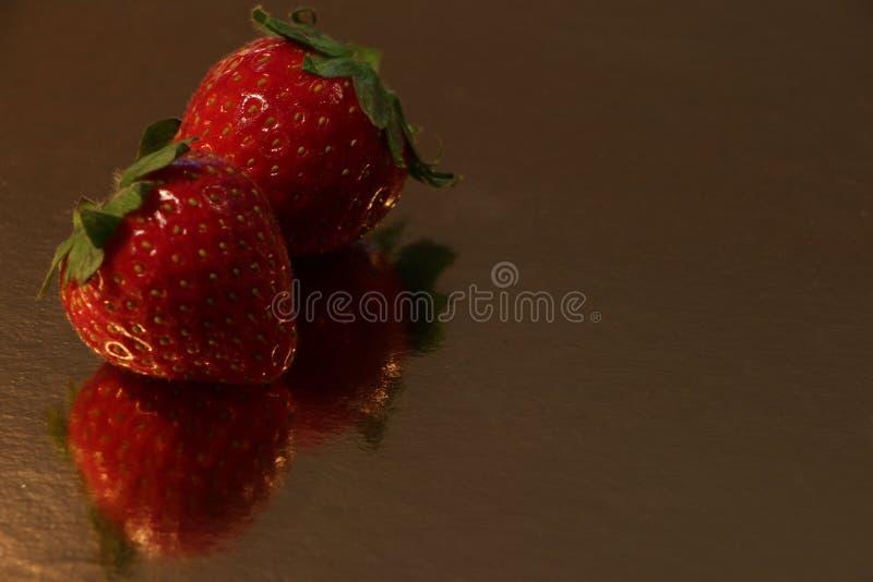 Två jordgubbar arkivbild