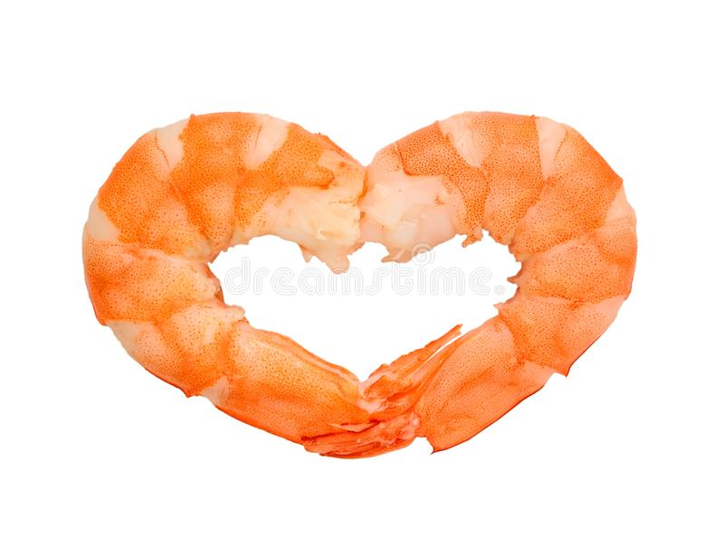 Två kokade skalade räkor i formen av en hjärta Jag gillar havs- begrepp Smaklig och sund äta för läckerhet, av skaldjur isolerat royaltyfria foton