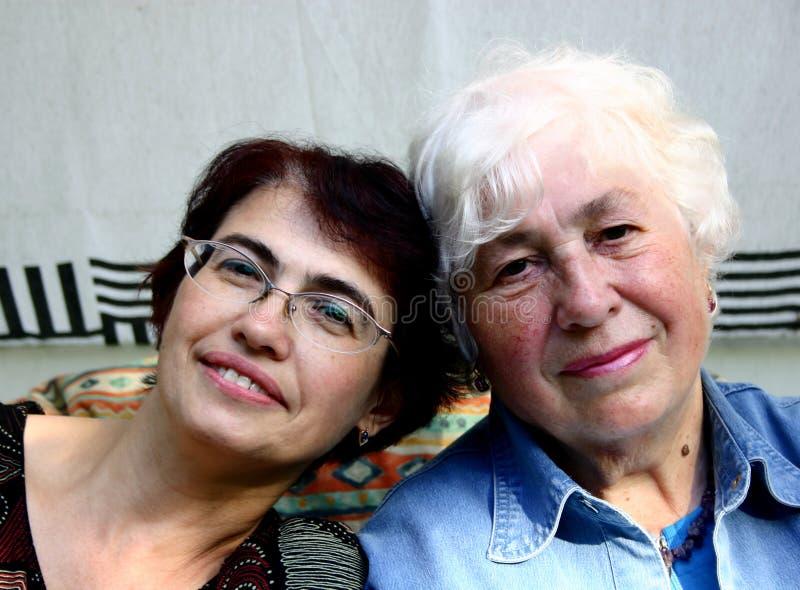 två kvinnor royaltyfria foton