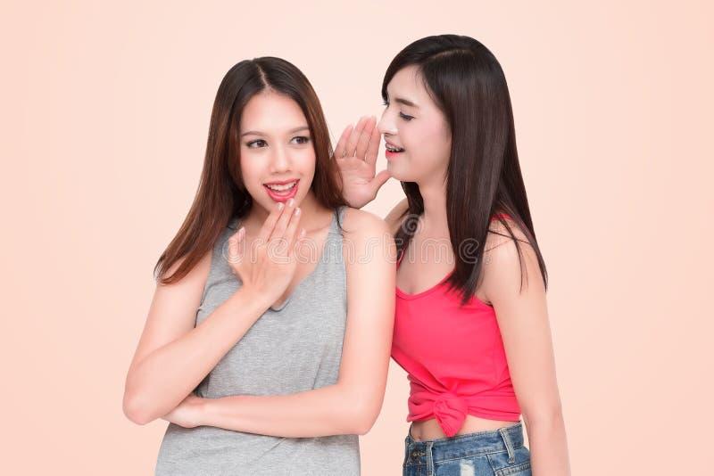 två kvinnor arkivbilder