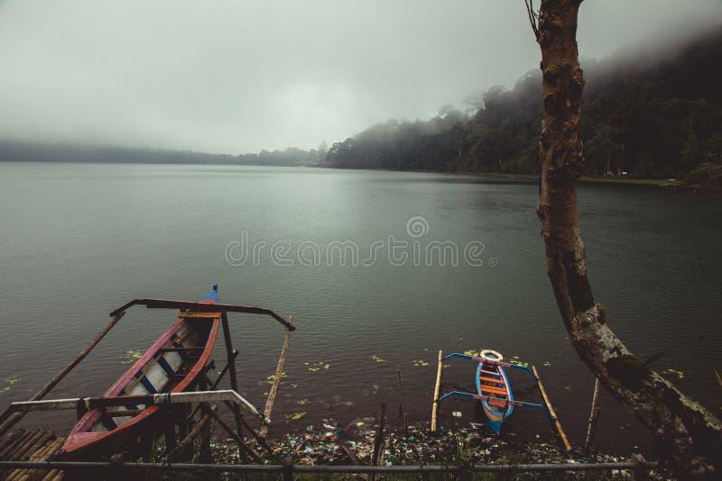 Två lilla kanoter royaltyfri bild