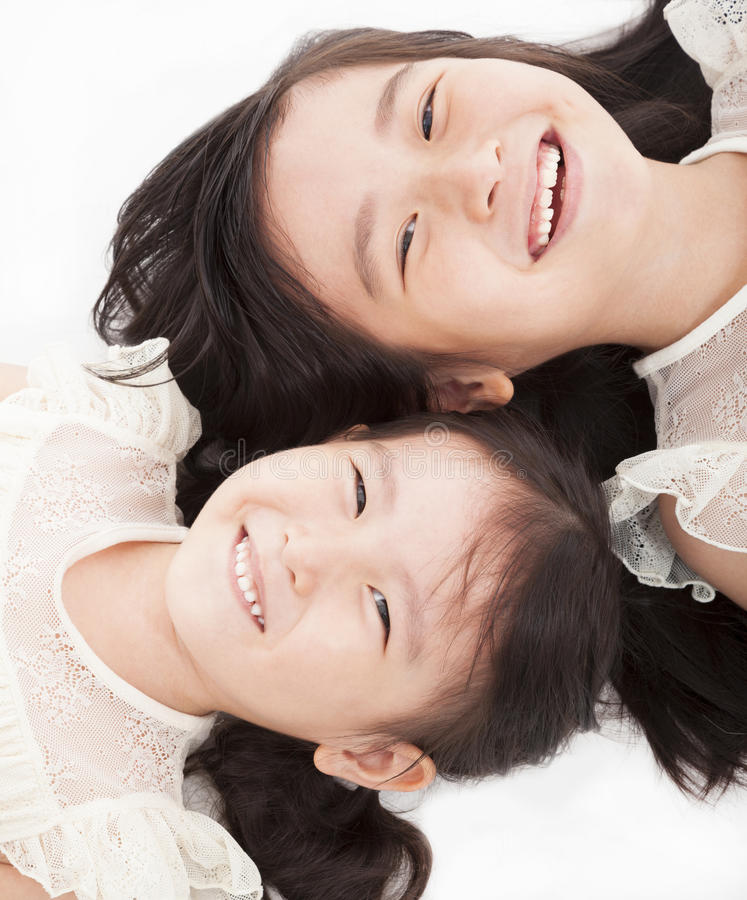 Två lyckliga asiatiska flickor royaltyfri fotografi