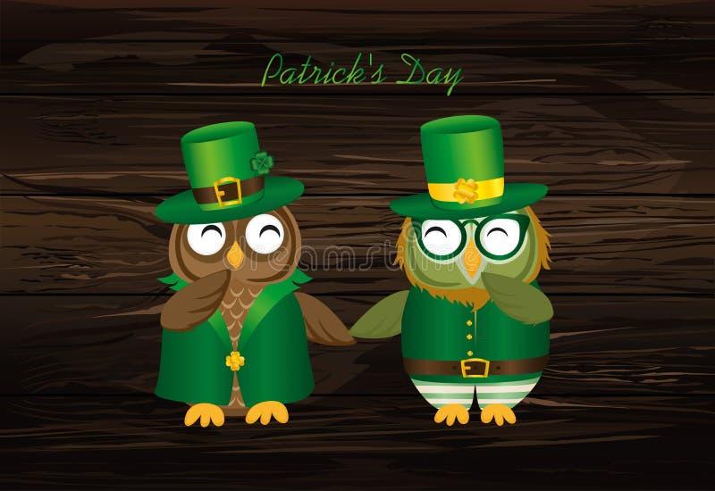 Två lyckliga ugglor i nationell dräkt på handen för innehav för dag för Patrick ` s royaltyfri illustrationer