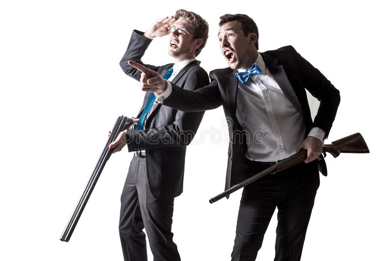 Två män i dräkter med hagelgevär royaltyfri fotografi