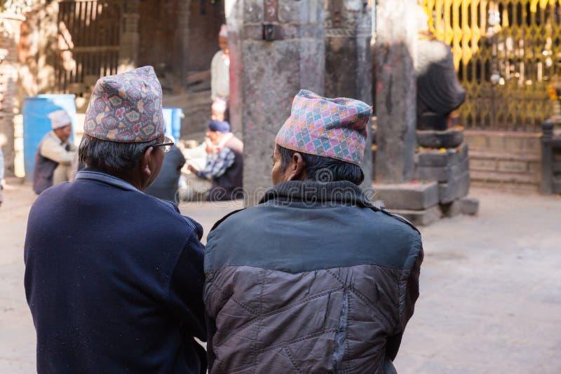 Två män i traditionell dhaka topihatt arkivbild