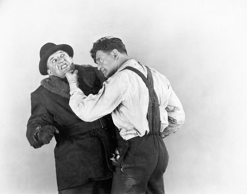 Två män som slåss med de (alla visade personer inte är längre uppehälle, och inget gods finns Leverantörgarantier som ther arkivbild