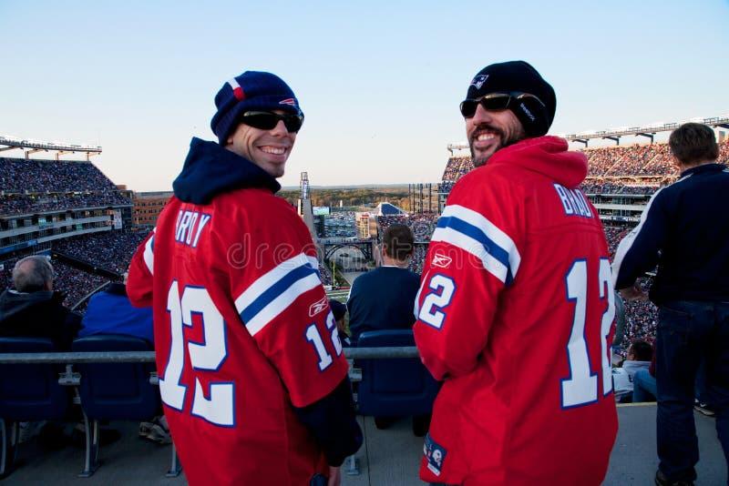 Två New England patriotventilatorer royaltyfri bild