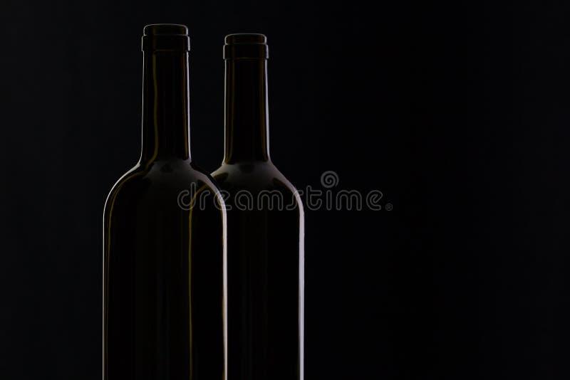 Två olika flaskor av vin royaltyfri foto