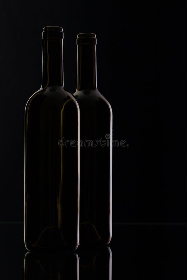 Två olika flaskor av vin royaltyfri fotografi