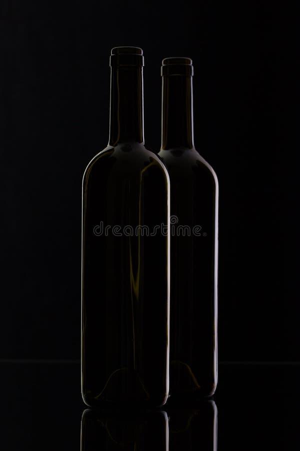 Två olika flaskor av vin fotografering för bildbyråer