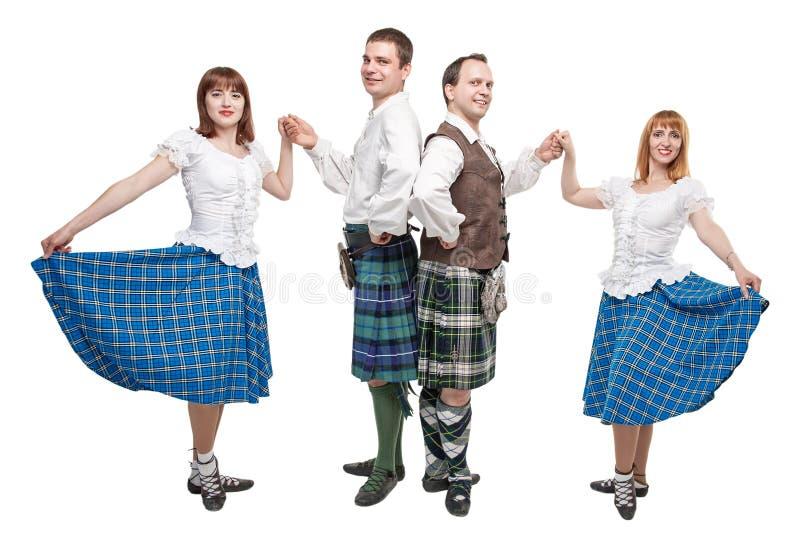 Två par av dansare av den skotska dansen arkivbilder