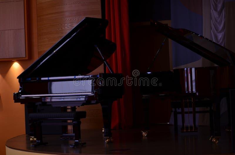 Två pianon royaltyfri bild