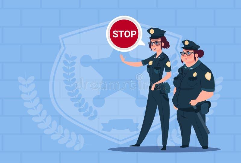 Två poliskvinnor som rymmer stopptecknet som bär enhetliga kvinnligvakter på blå tegelstenbakgrund vektor illustrationer